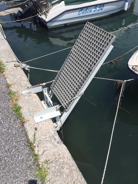 Műgyanta rács csónakstég 2