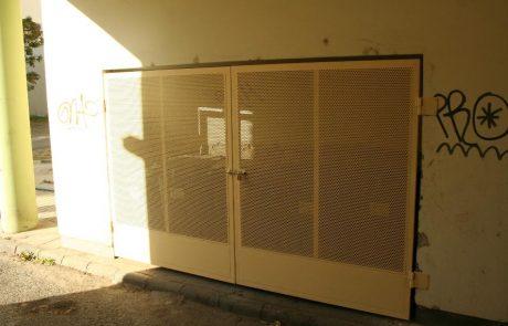 Hulladéktároló ajtaja Metmark perforált lemezből 4