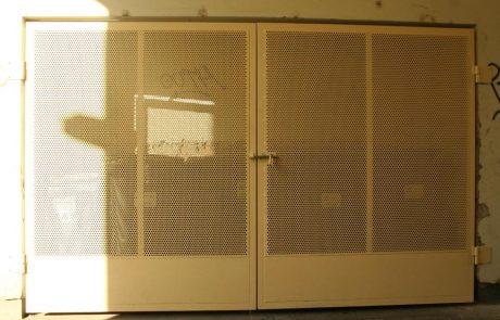 Hulladéktároló ajtaja Metmark perforált lemezből 2