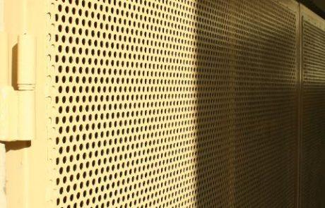 Hulladéktároló ajtaja Metmark perforált lemezből 1