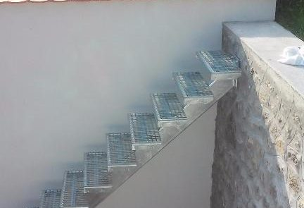 Metmark lépcső járórácsból 2