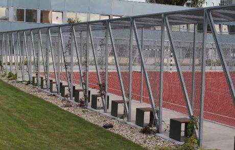 Sportpálya folyosó Metmark expandáltlemez felhasználással