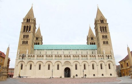 Metmark galambriasztás szerelés a Pécsi Székesegyházon